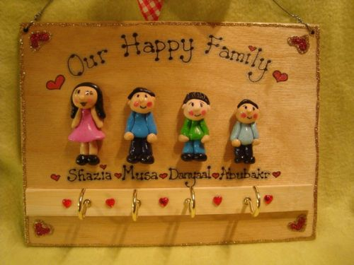 4 CHARACTER LARGE FAMILY SIGN PLAQUE KEY HOLDER PEOPLE PETS CAT DOG BIRD ANY PHRASING UNIQUE GIFT